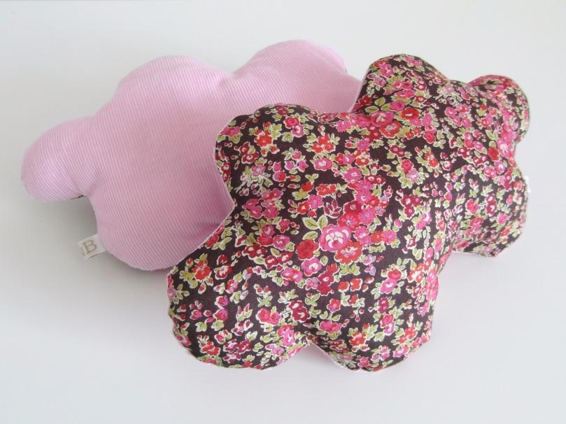 Petit Coussin Nuage, Liberty Floral & Velours Rose Pâle 15 euros