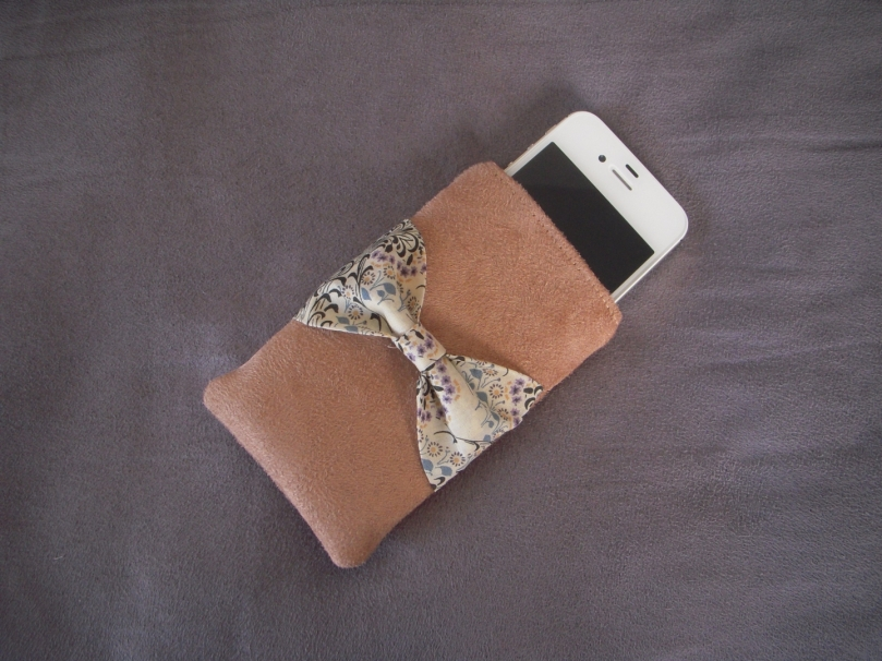 Housse Iphone (3 GS ou 4) suédine sable et Liberty Little Mari C 19.50 euros