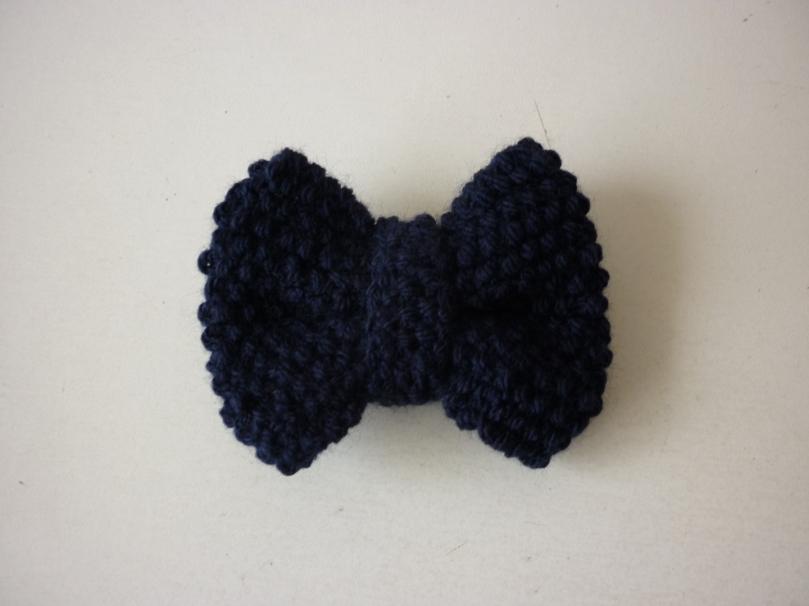 Barrette noeud bleu tricoté main