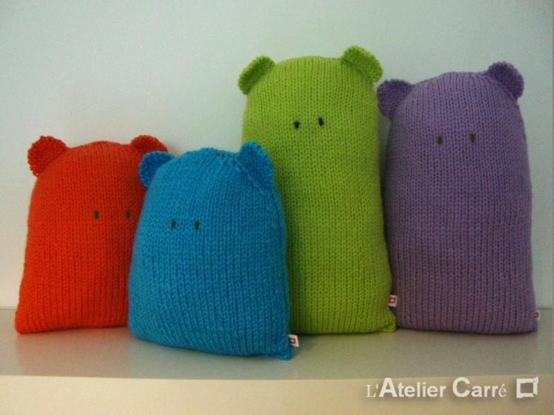 Coussin en tricot, forme ours design, GM coloris pistache
